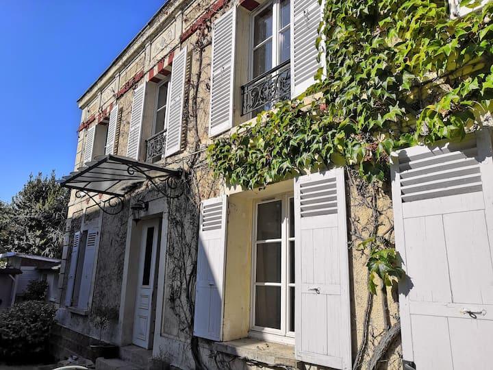 Beautiful house 20 Min to Paris