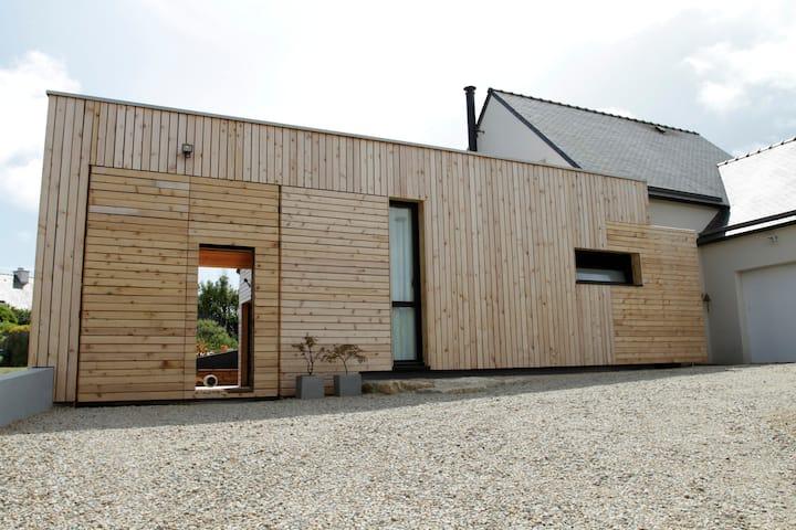 Maison en bois  atypique, plage à pied....