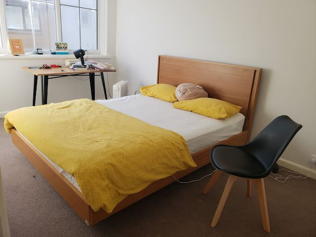 Master bedroom 2 mins from Fitzroy Gardens and CBD