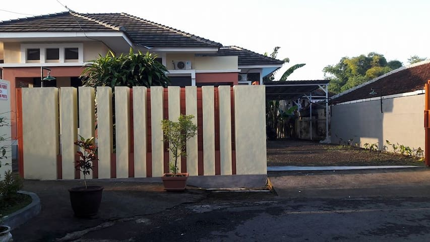 Omah Djember Home Stay (1 kamar)