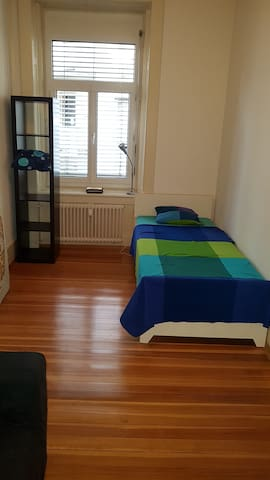 1 room close to KannenFeldPlatz