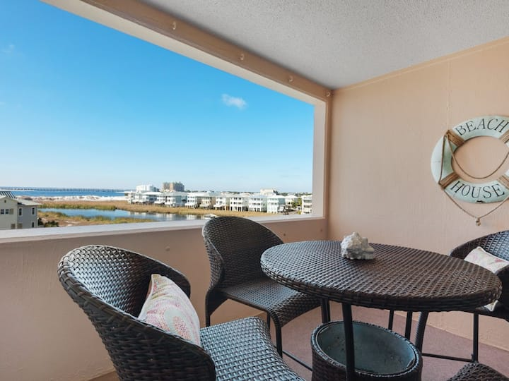 Comfortable Bay View Unit, Beach Service Included Seasonally, Near dining