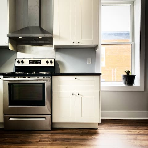 Remodeled historic building - full kitchen to cook your gourmet meals and taste your wine