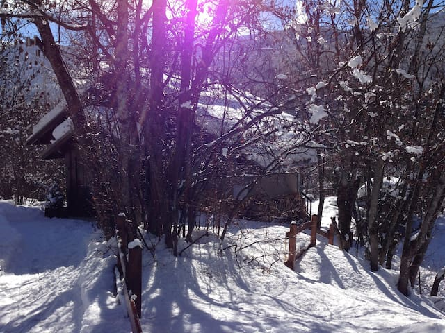 """CHALET """"LES AUPILLOUS"""" avec Sauna et Jacuzzi - Puy-Saint-Vincent - กระท่อมบนภูเขา"""