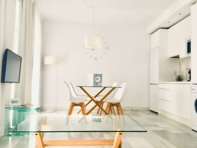 Spacious and modern Apartment with free parking in the heart of Granada 5