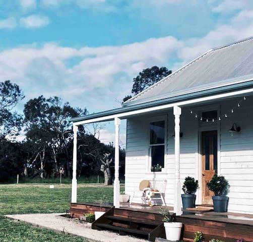 The Station Master's Cottage - Bellarine farm stay
