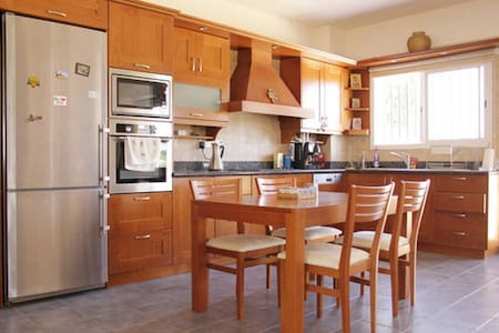 Family special - 2 bedrooms near Paphos airport - Mandria - Hus