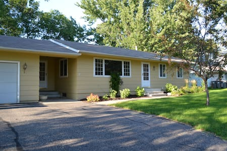 Spacious Comfortable Home near RYDER CUP! - Chanhassen