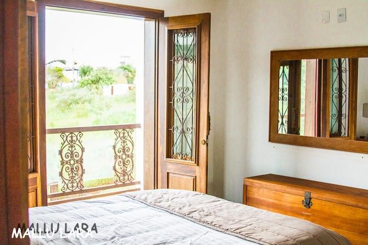 Confortável flat completo,varanda e vista p/ Serra