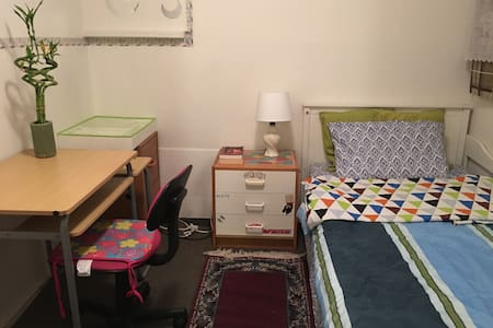 Small,cozy, funsished twin room with fun breakfast - TORRANCE  - Hus
