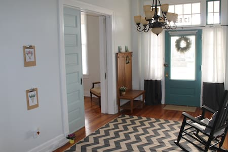 Beautiful 1st floor apt in grand historic home. - Lynchburg