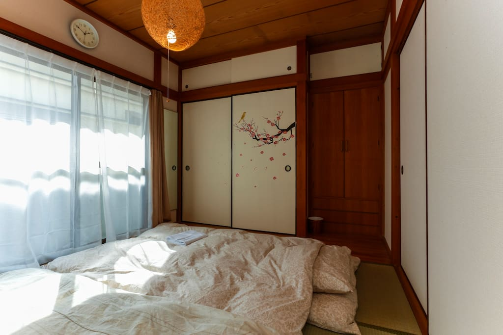 Traditional tatami room: Window to the South direction