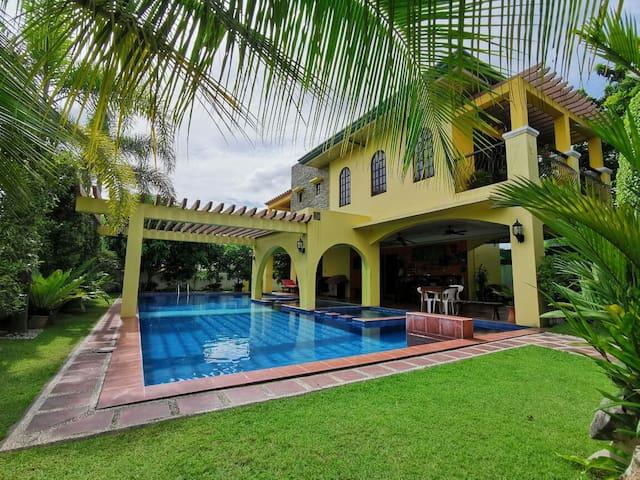 Spanish inspired 3 Bedroom Villa w/ Private Pool