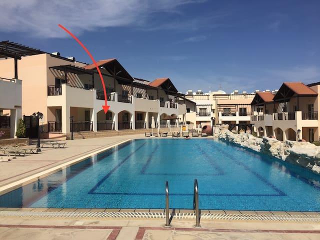 Apartment mit großem Pool - Meer- & Flughafen nah - Tersefanou