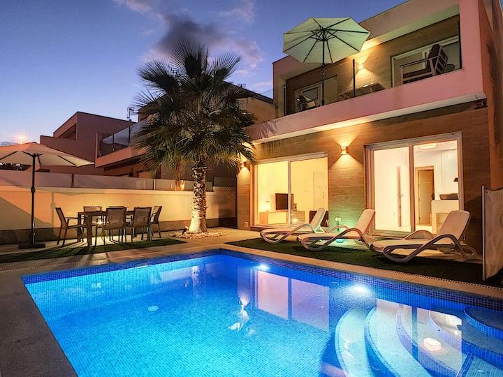 Villa avec piscine privée et jacuzzi