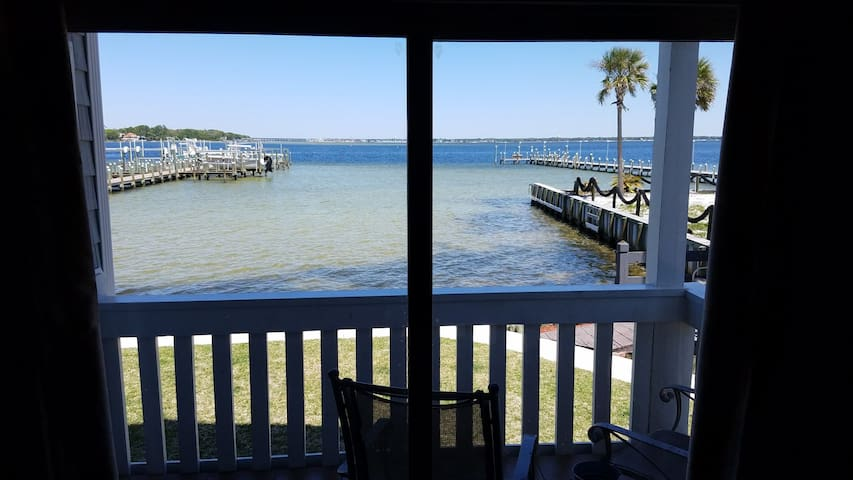 1st Floor Bay View 2br/2ba  w/ beach across street