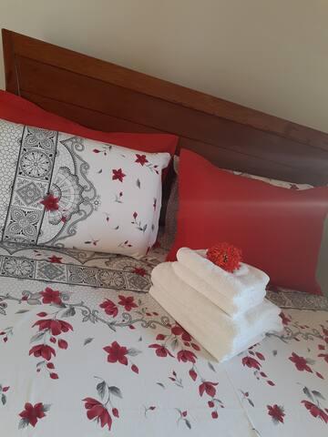 Quarto 3 com cama de casal  !
