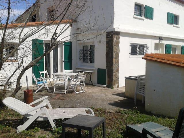 Maison individuelle 4 chambres et Jardin - Pia - Casa