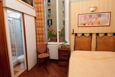 SMALL FLAT Btw Termini & Colosseum! - Rome - Apartmen