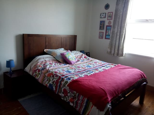 Lovely room close to University