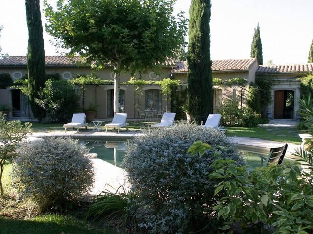 6 bd, terraces, gardens, sundeck - Boulbon - Villa