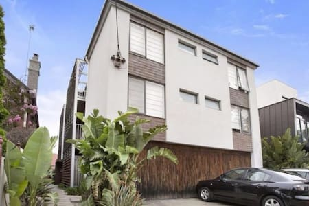 Inner city Richmond apartment