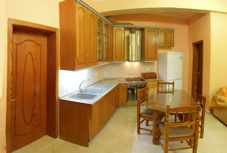 Centrally Located Apartment  - Gjirokaster - Wohnung