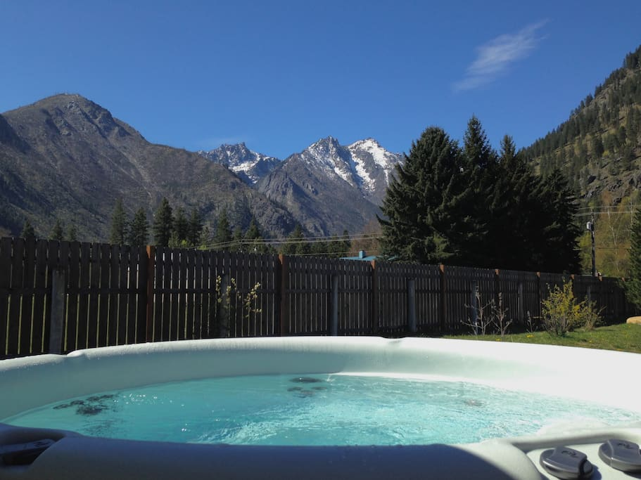 Hot Tub with View of Sleeping Lady Mountain (professionally cleaned between guests)