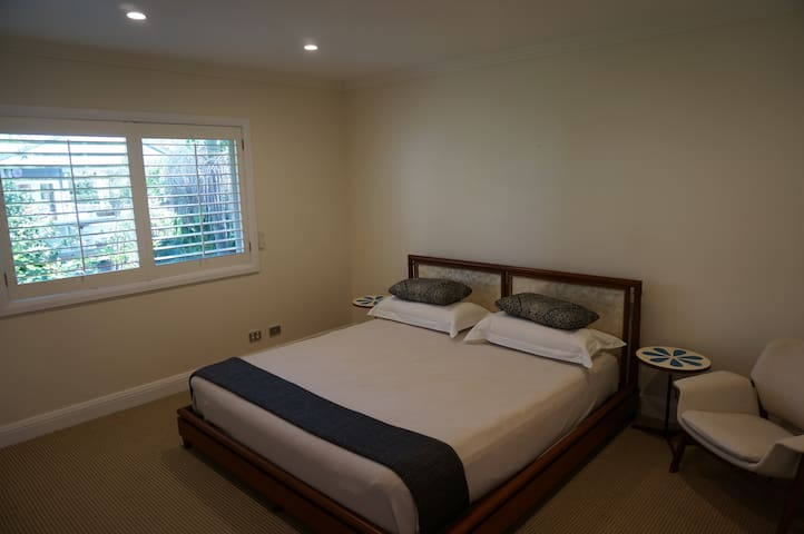 Spacious modern room for rent - Sydney