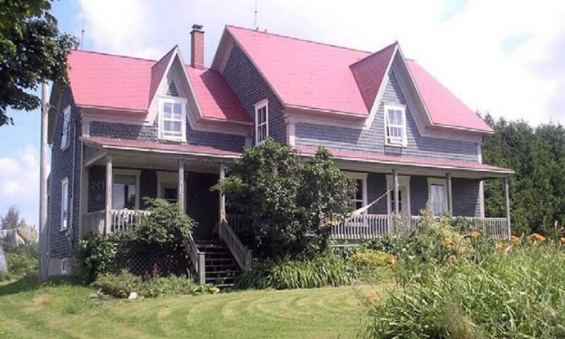 Funky Farmhouse in rural Quebec - Lambton - House