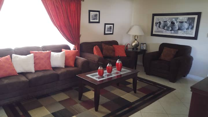 Private: 1 or 2 rooms near Mall, Parks and Airport