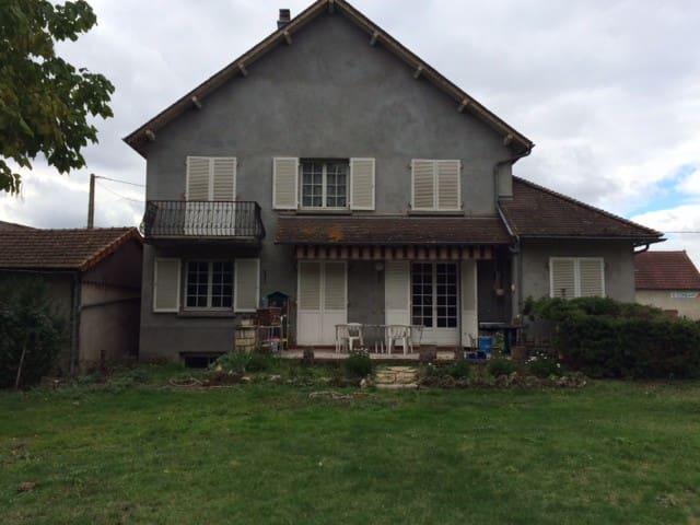 Maison de campagne - Saint-Pourçain-sur-Sioule - Hus