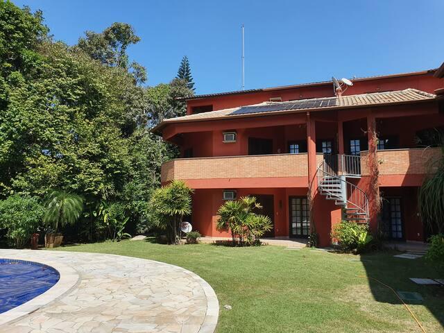 Casa completa - Condominio Vila Ravena