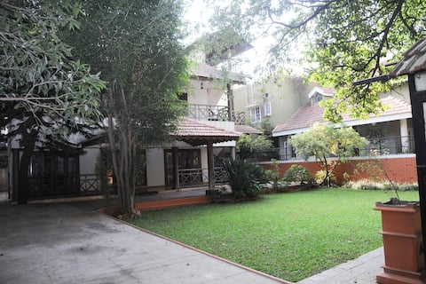 Comfortable Central Colonial Bungalow