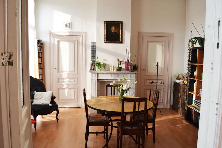 Bright and spacious apartment - Saint-Gilles - Byt