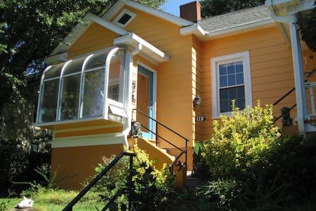 Downtown Neighborhood Apartment - Winston-Salem - Apartamento