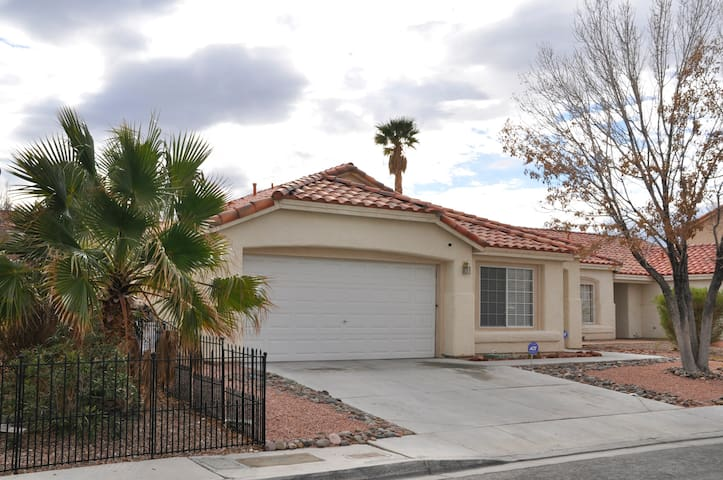 Luxurious Home, Pool, Pool Table 12 Min From Strip - North Las Vegas - Ev