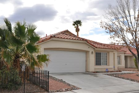 Luxurious Home, Pool, Pool Table 10 Min From Strip - North Las Vegas