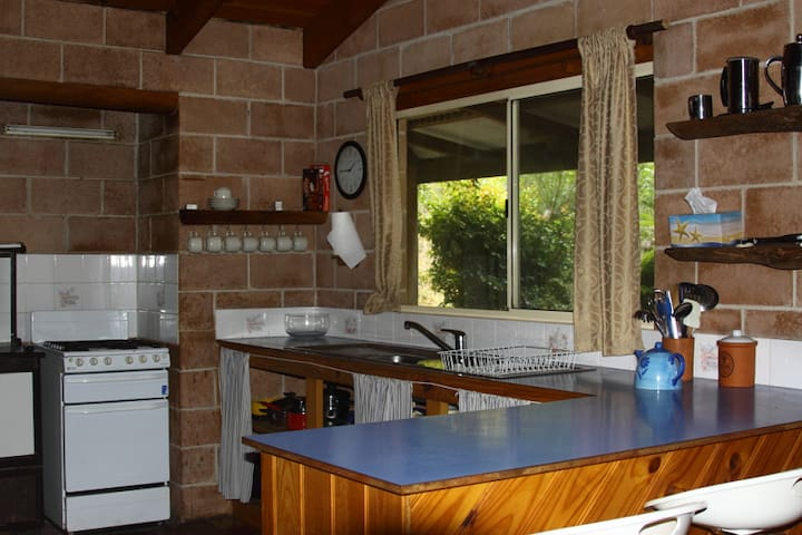 Carisbrook Lodge - Fully equipped Kitchen