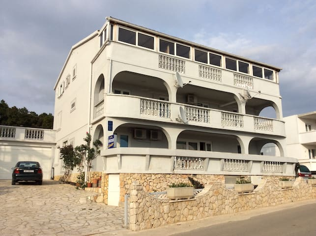 Apartments Loncar/Caska/Novalja no3