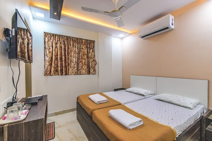 Deluxe Double Bedded A/c Room with Attached Bathroom