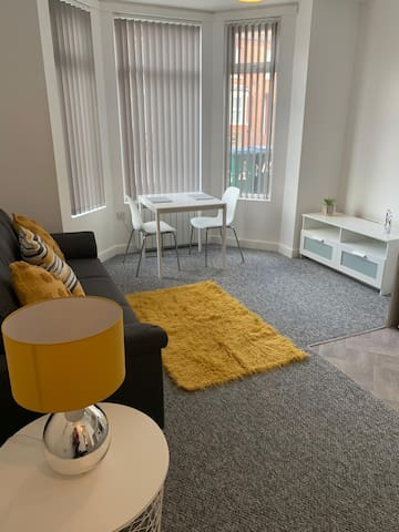 New one bedroom flat within walking distance city