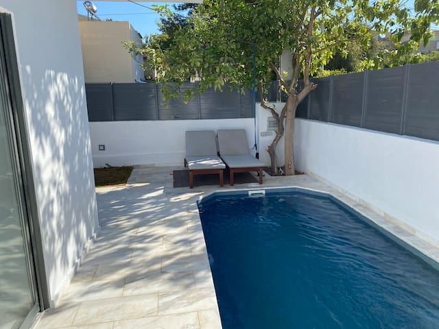 Sunny Villa in Vari with private pool