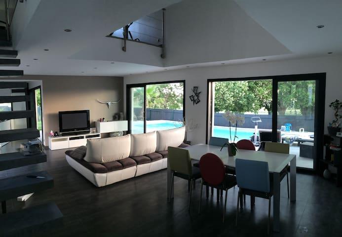 Jolie villa contemporaine - Vauvert  - Villa