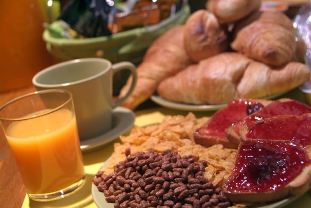 Prepariamo personalmente per i nostri ospiti una ricca colazione italiana e internazionale