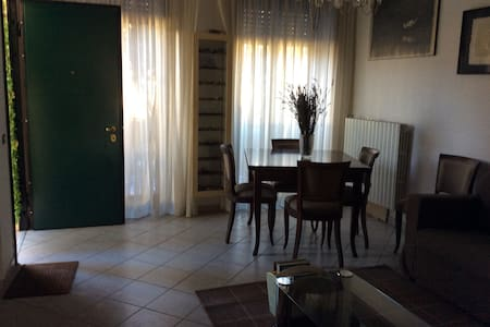 Villetta Luigi  Salò - Camera Fiori - Cunettone-villa - Adosado