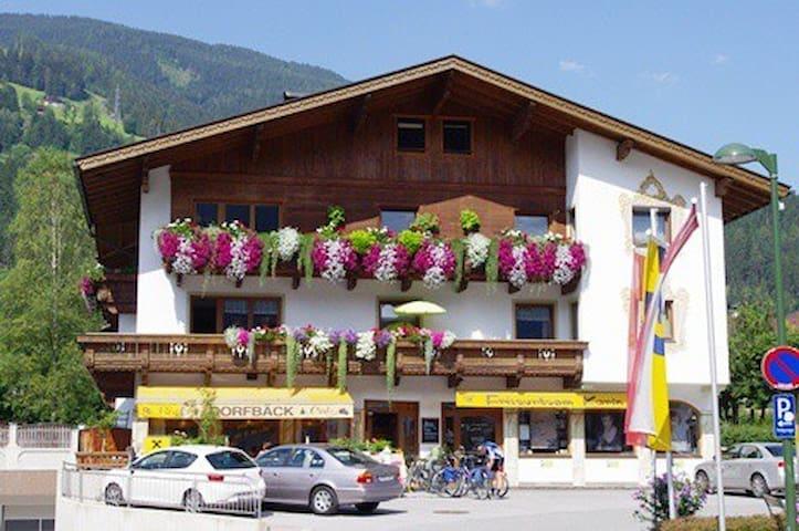 Geräumige Wohnung -  zentrale Lage - Aschau im Zillertal - Apartemen
