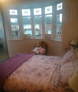 Bright sunny bedroom available - Shelfield, Walsall - Dom