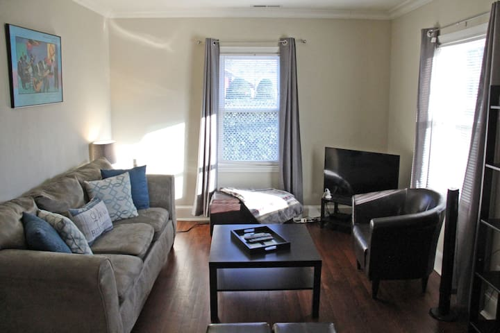 2 bdrm apt close to uptown & The NC Music Factory!