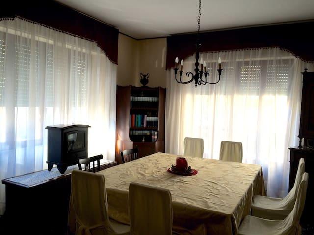 * Grande e Spazioso Appartamento * - ซาน เบเนเด็ดโต เดล ทรอนโต - บ้าน